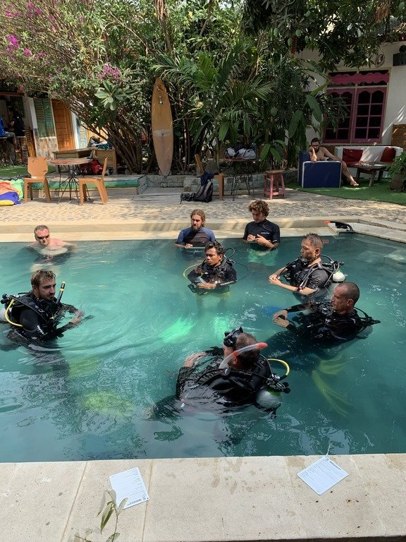 PADI Idc dragon dive komodo pool
