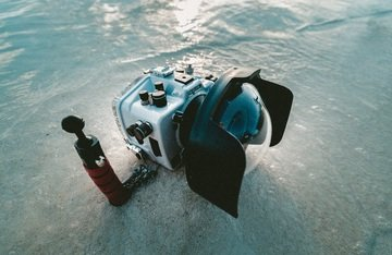 sea water sand camera diving underwater